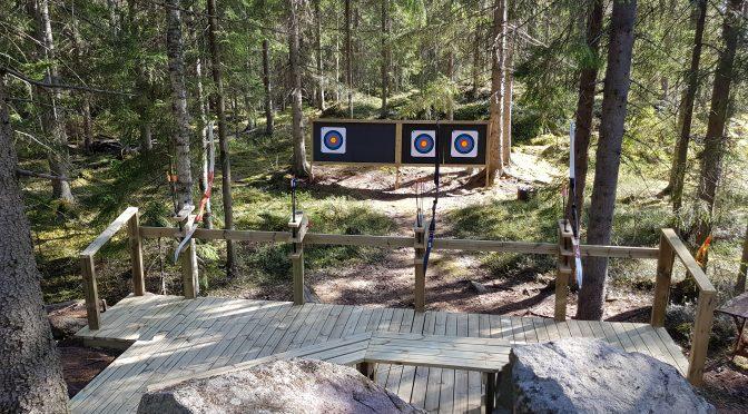 Kelo ja kallio Laavumaassa jousiammuntaa neljällä radalla Kelo ja kallio Adventures